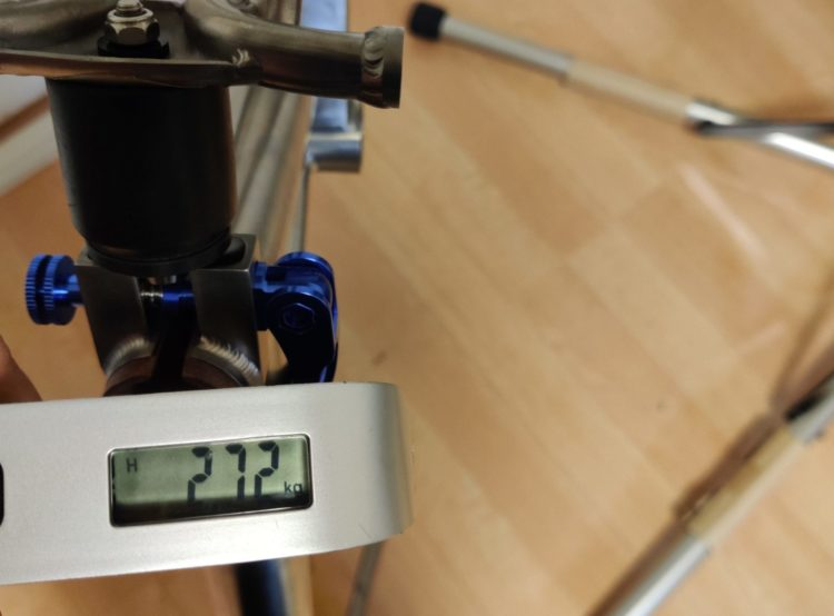 チタンブロンプトン フレーム一式重量2720g