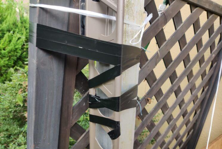絶縁テープを台風対策のロープの替わりに使う